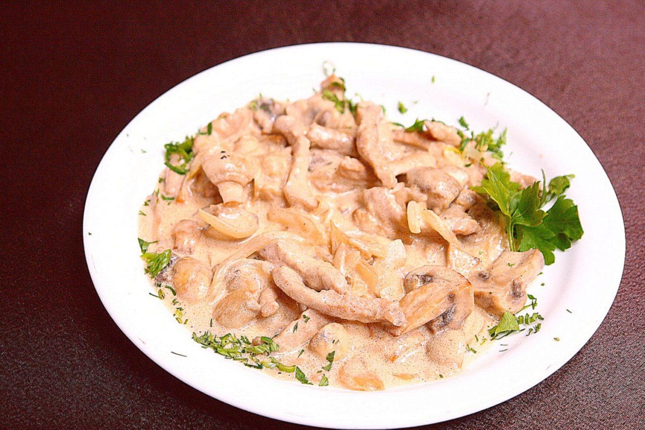 Бефстроганов из курицы с подливкой рецепт пошагово