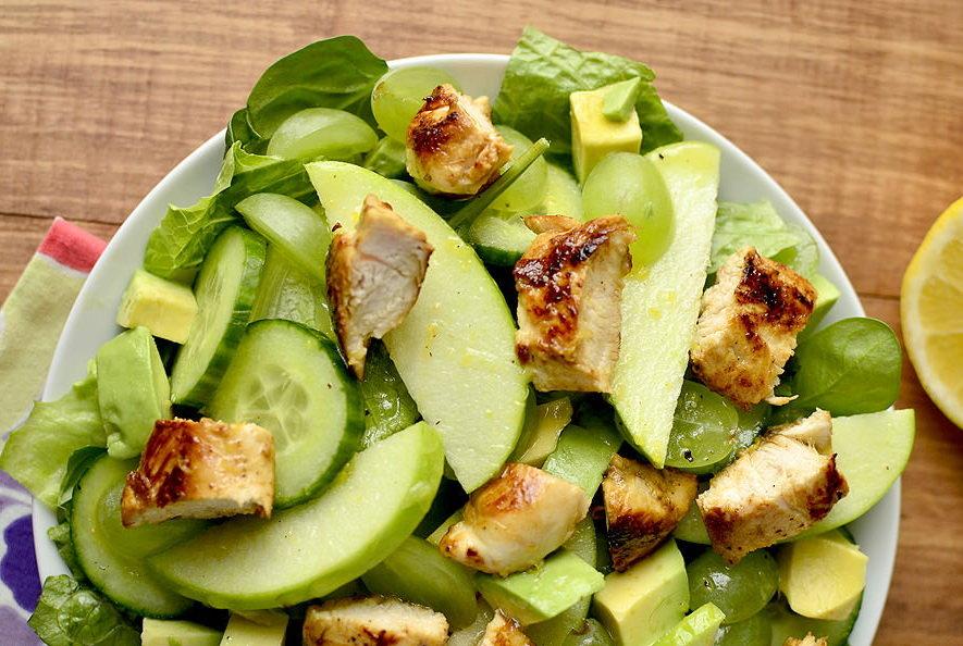 Салат с авокадо и курицей – 10 вкусных диетических рецептов