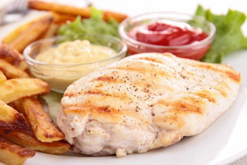 Диетические блюда из куриной грудки – жарим на сковороде без масла