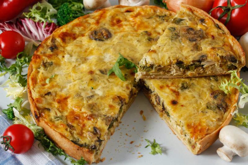 Лоранский пирог с курицей и грибами со шпинатом