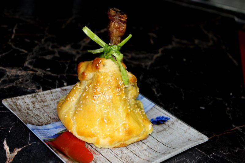 Куриные ножки в тесте с картофелем.