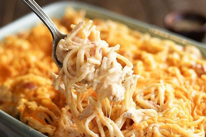 Спагетти с курицей и сметаной