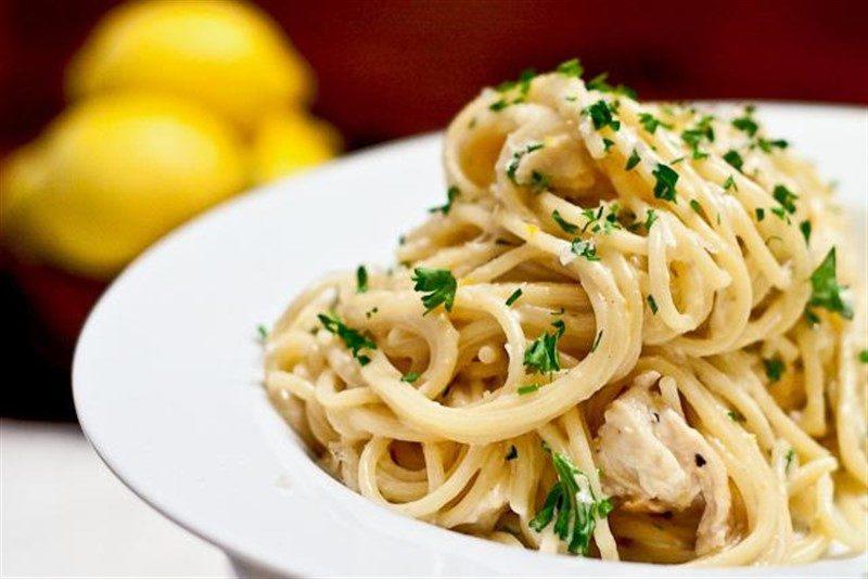 Спагетти со сливочно-чесночным соусом