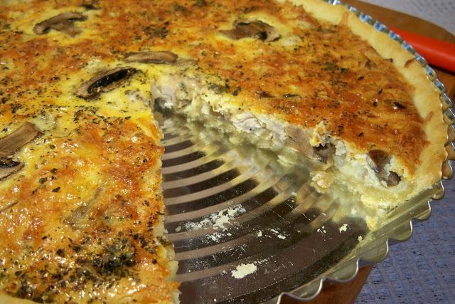 Лоранский пирог с курицей и грибами сырный
