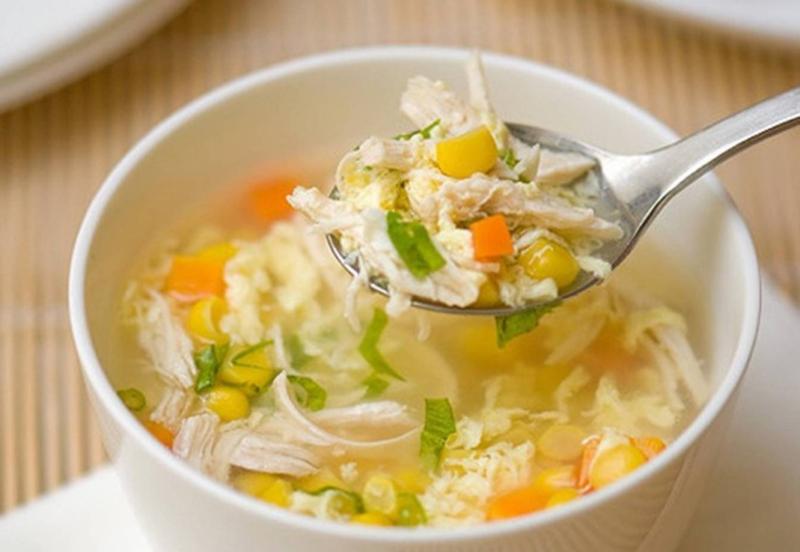 Куриный суп с яйцом и кукурузой