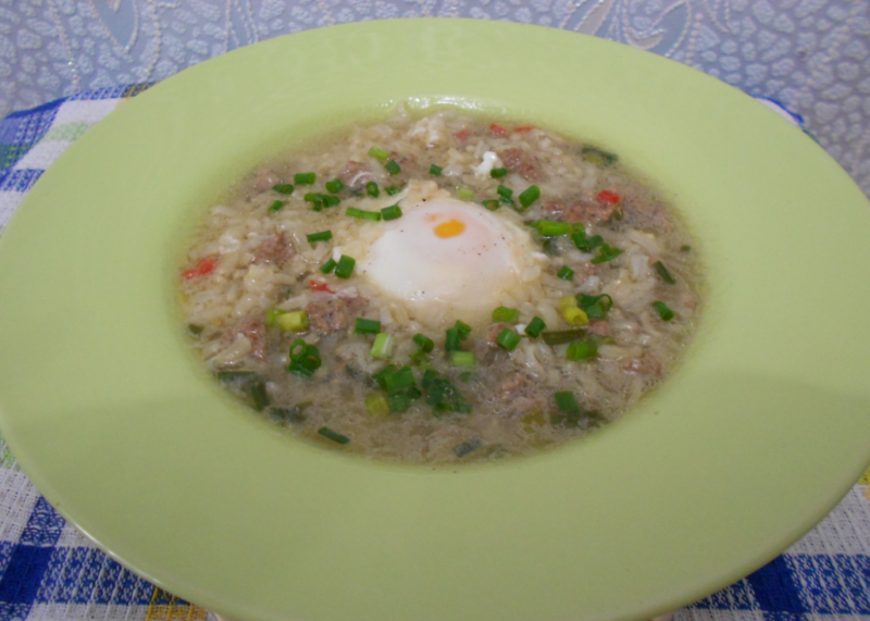 Куриный суп с яйцом и рисом