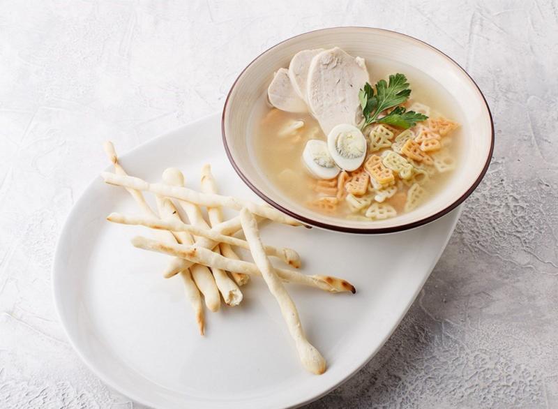 Куриный суп с перепелиными яйцами