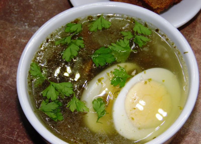 Куриный суп с яйцом со шпинатом