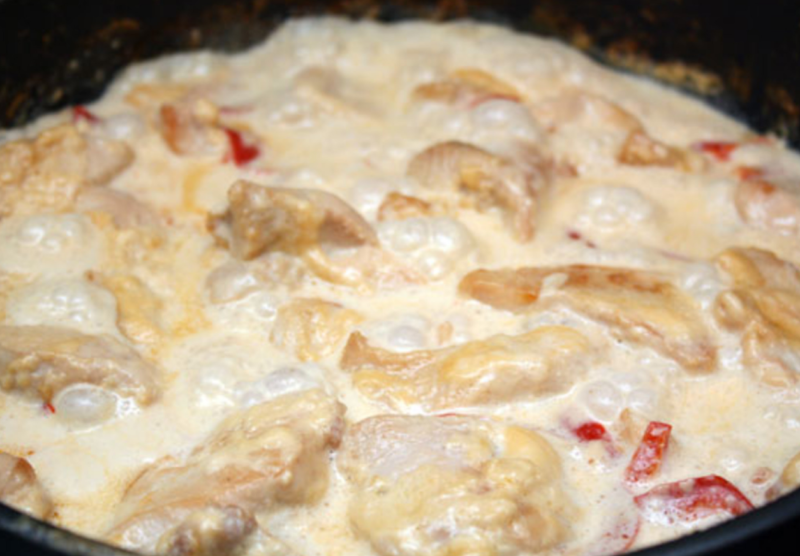 Куриное филе под сливочным соусом