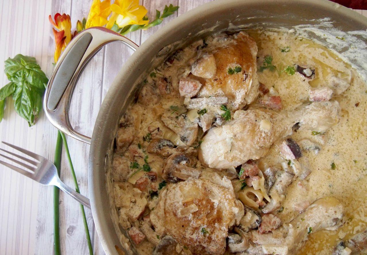 Курица тушеная с овощами в сметанном соусе