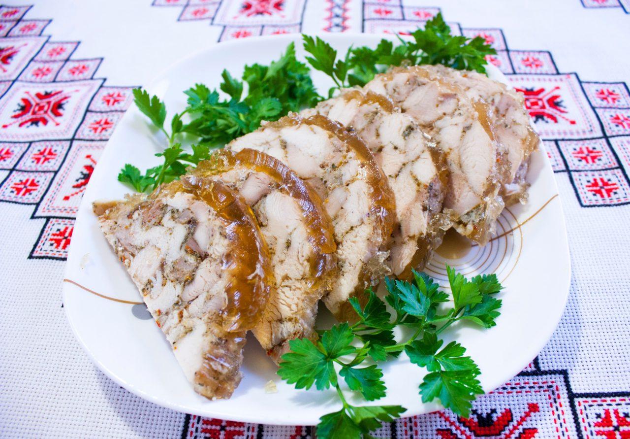 Куриный рулет с желатином в пищевой пленке — 5 рецептов