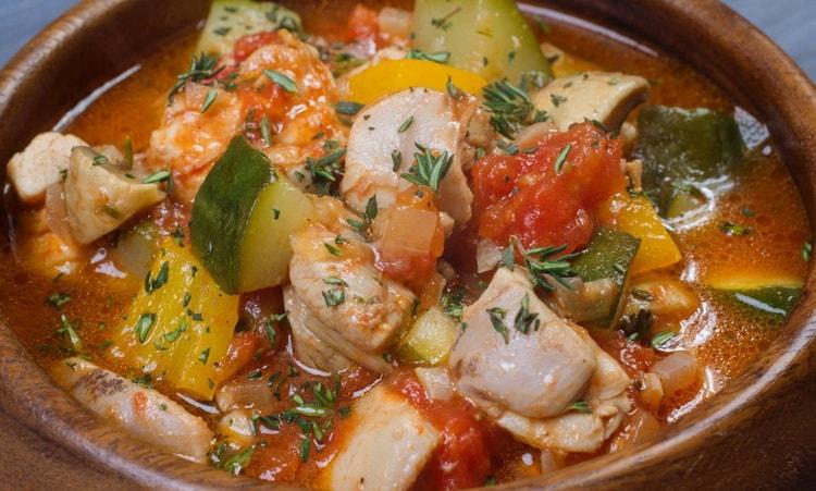 Куриные бёдра с овощами в мультиварке