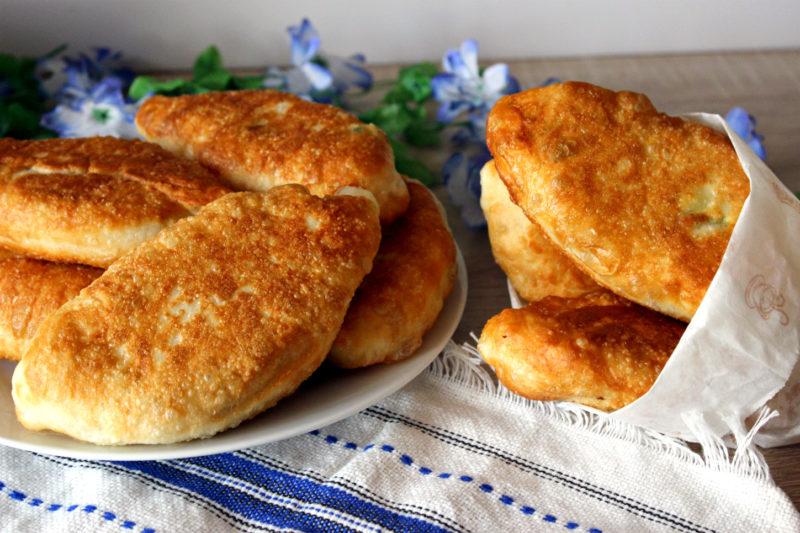 Пирожки «Быстрые» с курицей и яйцом — рецепт с фото пошагово