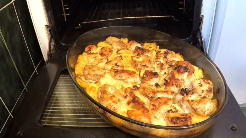 Курица с ананасами и картошкой в духовке