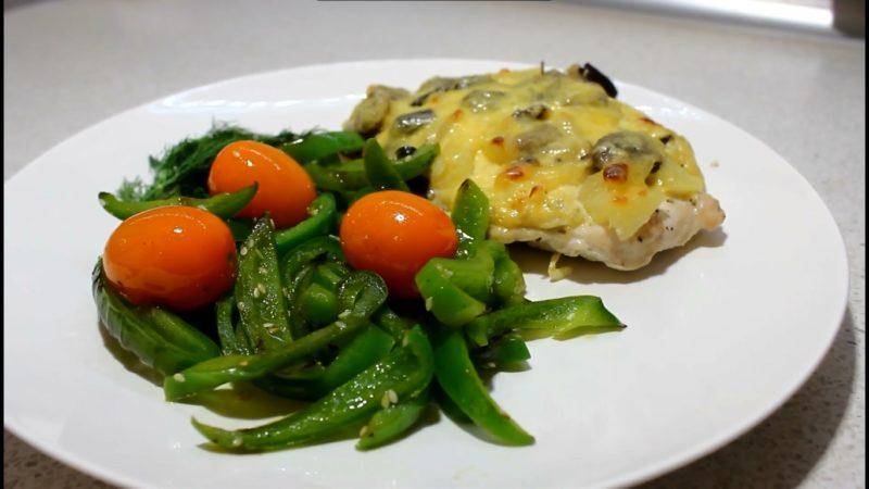 Курица с ананасом, грибами и сыром в духовке