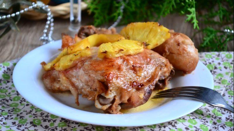 Курица с ананасом в духовке классическая